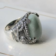 Sterling silver beautiful ring with Jade approx. 19x14,2mm in very nice condition.