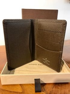 Louis Vuitton – credit card case