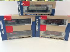 Walthers H0 - 932-7215/253//402 - 3 tanker wagons and 2 hopper wagons (1006)