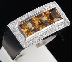 Puck Eigenman 18 kt white gold ring set with citrine and briliant cut diamonds with a total of approx. 0.40 carat