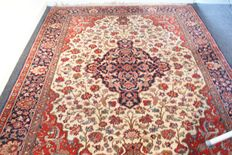 Hand-knotted Persian carpet – Iran – 1975 – Measurements 168 x 245 cm