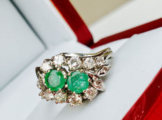 14k 585 White Gold Ring with total 0.80ct Emerald + 0.80ct VVS-VS Diamonds - Total Weight 5,051gr - without Reserve price- - Size 53 / 16,80 mm