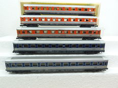 Minitrix N - 3078/3079 - set of 5x pop colour carriages of the DB
