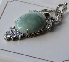 Sterling silver beautiful extra large pendant with large Jade and small Garnet in excellent state.