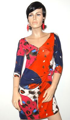 Diane von Furstenberg – Draped multicolour dress in bright colours.