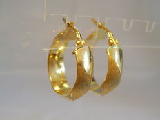 Gold earrings as plug creoles in 14 kt yellow gold