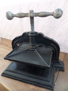 Book printing press - cast iron - black - ca. 20 kg - early 1st half 20th century