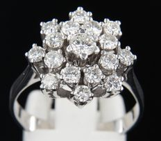 14 kt white gold entourage ring set with 17 brilliant cut diamonds, 1.50 ct - ring size 19 (59)