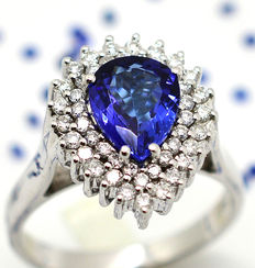 Ring in 18 kt gold with tanzanite and diamonds totalling 2.15 ct – Size 15/55
