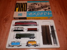 Piko H0 - Startset with: Dieselengine BR130 + 5 coaches from the DR & railoval