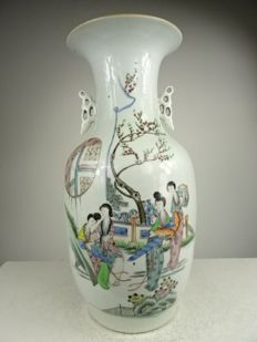 Porcelain baluster vase with figures - China - Republic period (1912-1949)