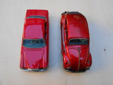 Taiyo/Bandai, Japan - L. 26 cm - Volkswagen Beetle and Mercedes sedan, tin toys with battery, 1960s.