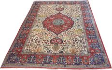 "Antique handmade Persian Isfahan carpet size 340cm x245cm (11'2""x8') circa 1920"