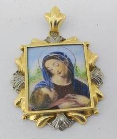 Antique 18 kt gold medal with enamel, depicting Our Lady of Mount Carmel with 4 diamonds