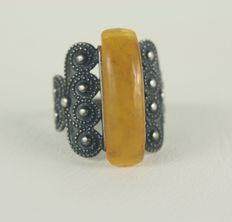 Antique, 875/1000 silver Russian ring with original, natural amber, ring size: 22 mm