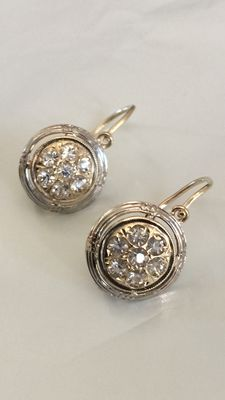 Vintage drop earrings in 12 kt gold with white topaz.