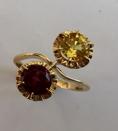 Gold wavy ring with a tourmaline (red) and a sapphire (yellow)