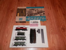 Piko H0 - Trainset with: Dieselloc BR110 + 2 wagons from the DR & Railoval