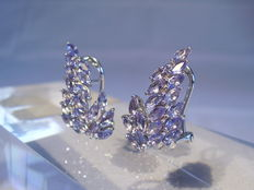 Silver fan-shaped stud earrings with tanzanites totalling 2.5 ct