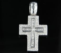 18 kt white gold cross pendant set with princes and brilliant cut diamonds, approximately 1.50 carat in total