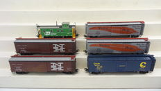 Märklin H0 - 4654/4571/-73/4775 - 6 Closed goods wagons and a Caboose of various American railroads