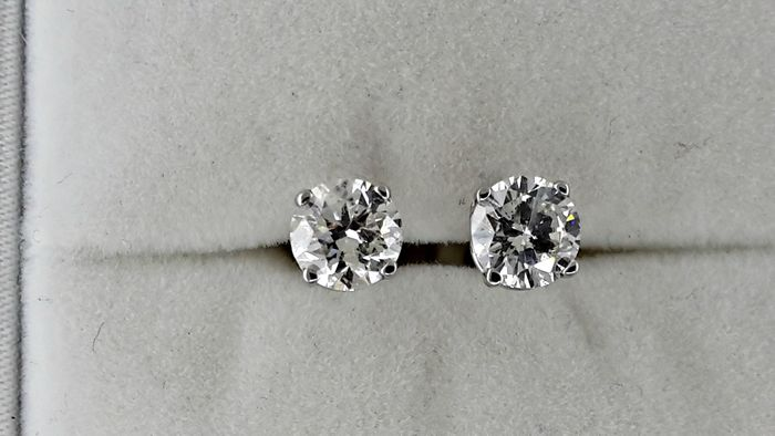1.20 ct round diamond stud earrings 14 kt white gold *** NO RESERVE PRICE **