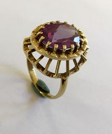 Gold ring with a synthetic purple spinel