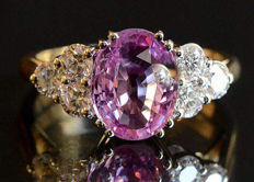 White gold ring with pink sapphire (0.80 ct) and diamonds (0.24 ct, G-VVS)