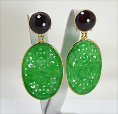 Earrings in 18 kt gold with oval jade and garnet – Made in Italy