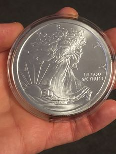 USA - Medallion 'Golden State Mint / Walking Lady Liberty Silver Eagle - 5 oz 999 Silver.