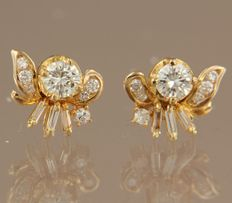 18 kt yellow gold ear studs set with baguette and brilliant cut diamonds of approx. 0.80 ct in total – No reserve price