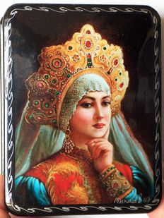 "Russian lacquer box - ""Fedoskino"" - Russian Beauty 12 –"" The girl in Kokoshnik""- Kokoshnik - headpiece"