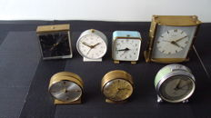 Lot consisting of seven (7) clocks - 4 x Swiza clock with alarm function, 1 x Swiza Coquet, 2 x Swiza Messing and 1 x Jaz - 1930-1960 period