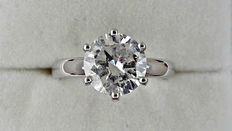 2.11 ct round diamond ring made of 14 kt white gold - size 6