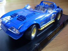 Road Signature Collection - Scale 1/18 - Chevrolet Corvette Grand Sport Roadster #10 - 1964