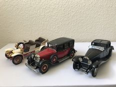 Franklin Mint - Scale 1/24 - Lot with 3 Models: Bugatti Royale 1930, Mercedes-Benz 1935 770K & Mercedes-Simplex 1904
