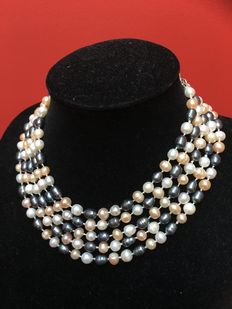 Long necklace of cultivated baroque freshwater pearls, hand knotted, total length 207 cm
