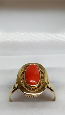 14 kt yellow gold ladies' ring set with Mediterranean precious coral