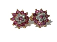 Beautiful Earrings in Gold with Diamonds and Rubies, flower shape.