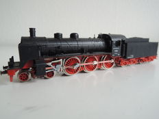 Minitrix N - Steam locomotive with tender BR 17 of the DR