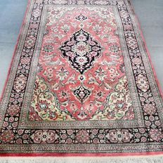 As good as new silk Ghom Persian carpet – with certificate – 1,000,000 knots/m2