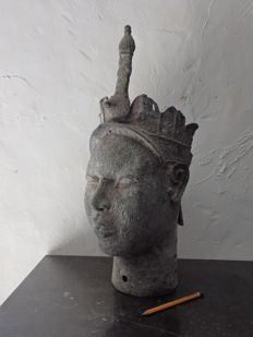 Life-size African ONI king head in bronze - ILE, IFE - Nigeria, region IFE City