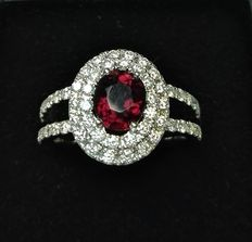 18 kt white gold hand-made ring, with 1.5 ct tourmaline and 1 ct G-VS diamonds. Ring size: 14