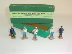 Dinky Toys - Scale 1/48 - Train and Hotel Staff No.5