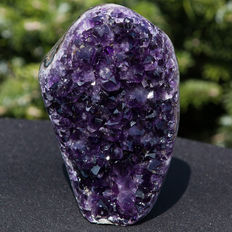 Amethyst geode with polished agate edge with red hematite and top colour dark purple - 14.5 x 9.5 cm - 1054gr