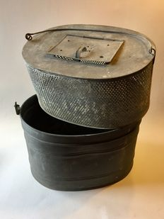 Zinc fish bucket with inner sieve
