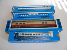 Märklin H0 - 4087/4090/4099/4153 - Four passenger carriages of the DSG and DB
