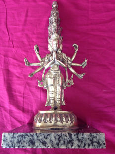 Statue of Avalokiteshvara 11 heads 8 arms in bronze – Nepal – Second half of 20th century