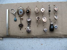 Convolute * LOT * antique brooch and 21 puppet pendants / children's pendants / earrings and 1 pair of cufflinks * 1840 to 1890