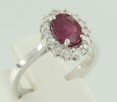 14 kt white gold ring with ruby and diamonds; ring size 16.5 (52)